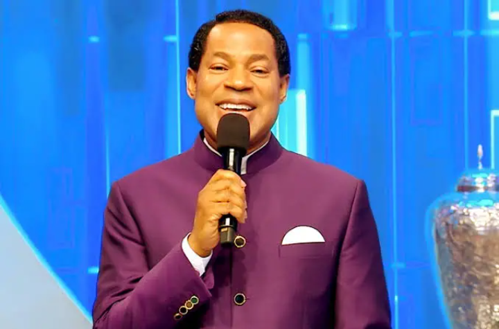 """""""Is Kissing Allowed In A Relationship"""" – Pastor Chris Oyakhilome Answers Crucial Question"""