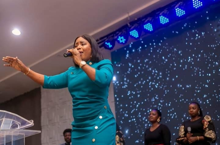Heaven Kissed The Earth As Gospel Artist Monique Ministers At Calvary Bible Church (Photos)