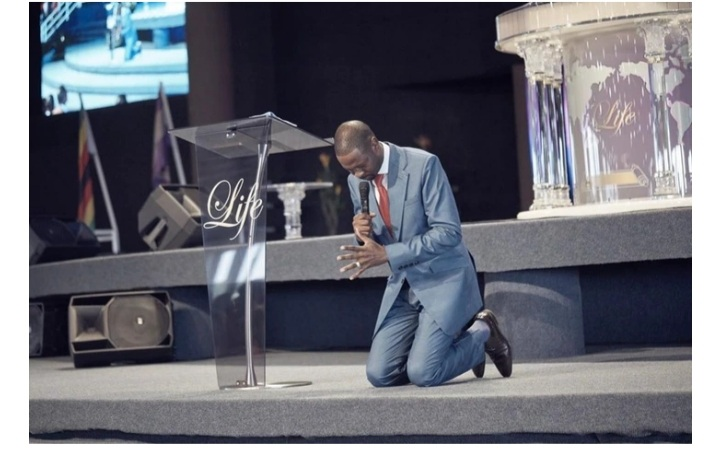 "Prophet Emmanuel Makandinwa reveals Great Revelation About ""kneeling"" Before God"